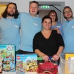 Übergabe von Geschenken an den Kindergarten beim Laternenfest 2016